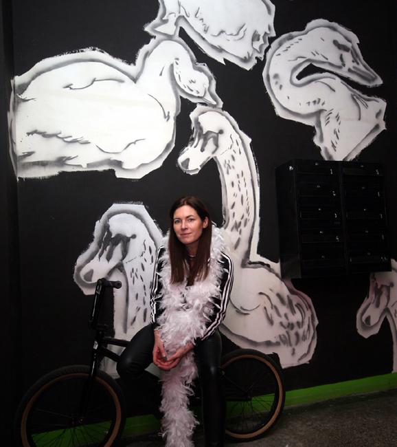 XY ankamierzejewska Nadodrze mural przed pracownią #mierzejewska #anka #fineart #contemporaryart #malarstwo #sztuka #obrazy #mural