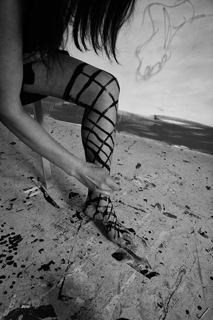 XY anka mierzejewska malarstwo sztuka obrazy stockings ponczochy art during corona kusnt contemprary art finearts paintings
